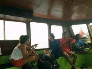 ギリトラワンガン行きのボート